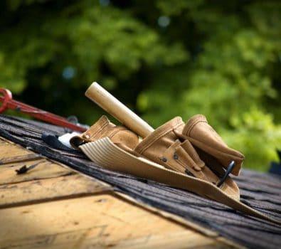Sådan finder du den rette tømrer til dit haveprojekt