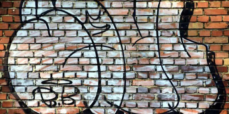 Tips til effektiv graffiti rens af mur & malet træværk